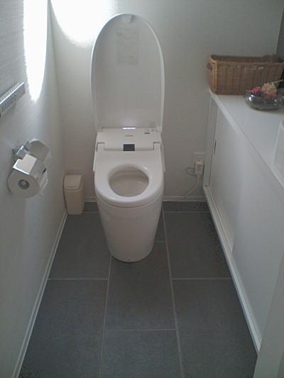 トイレ タイル 収納